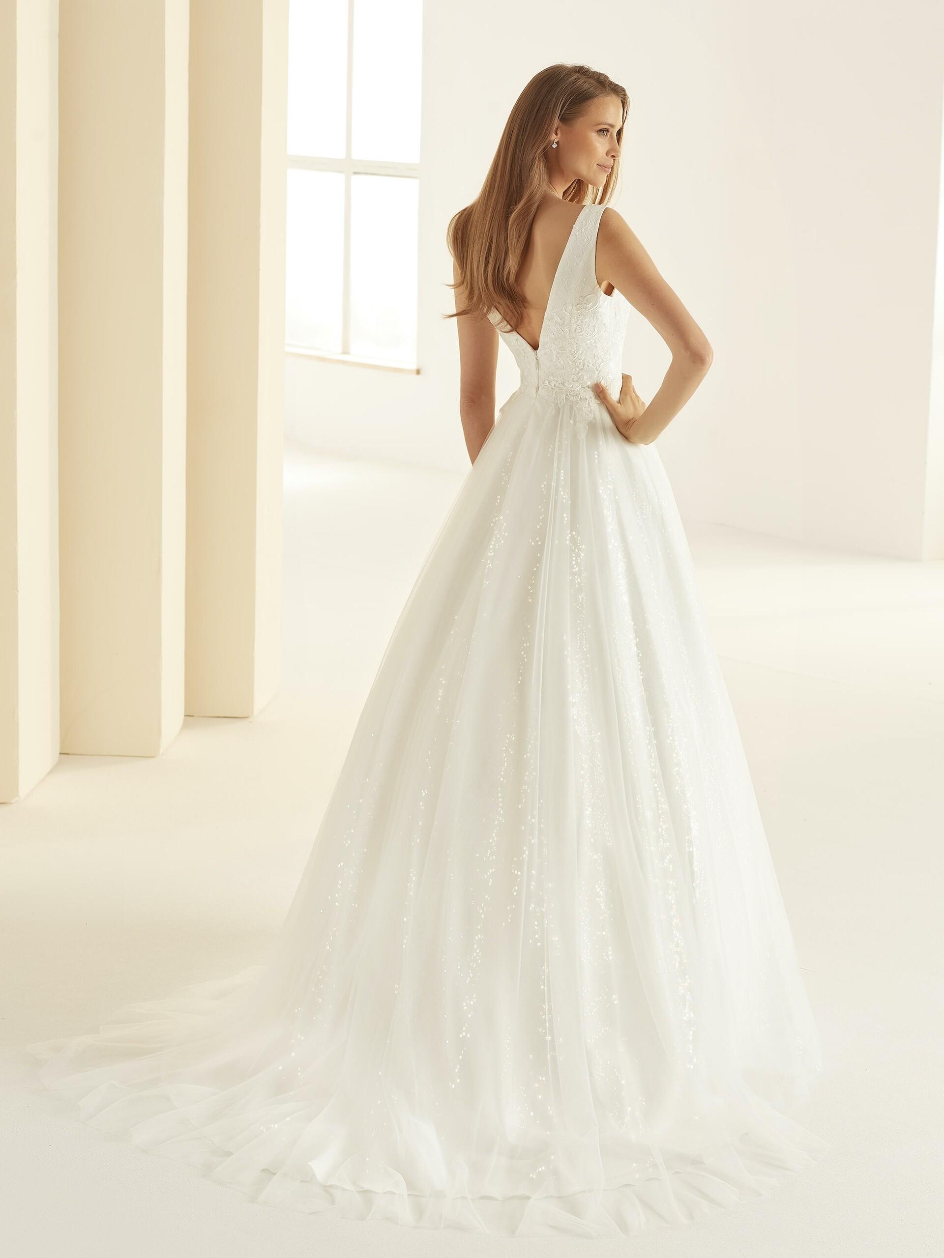 Prinzessbrautkleid mit Glitzertüllrock und Plunge-Ausschnitt von Bianco Evento, Modell Larissa