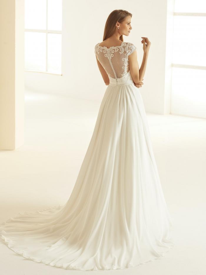 Hochgeschlossenes Prinzessbrautkleid mit Spitzentop und Illusion-Ausschnitt von Bianco Evento, Modell Olivia
