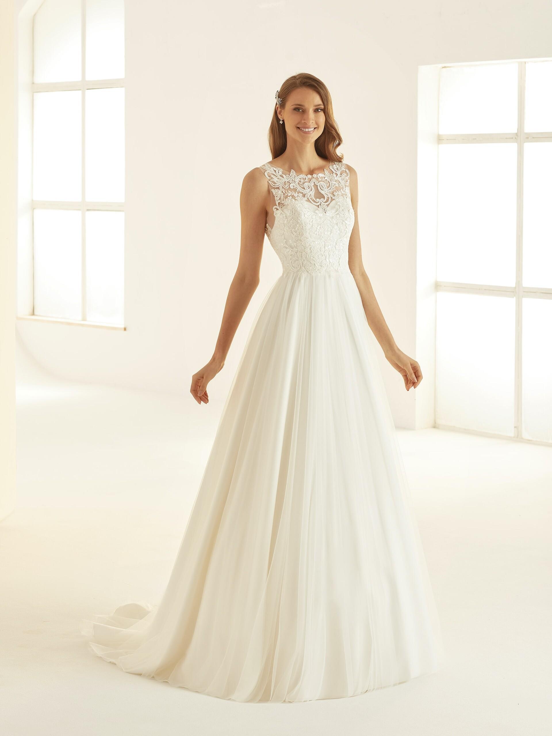 Hochzeitskleid im Prinzessstil mit Tüllrock und Sptzentop von Bianco Evento, Modell Atessa