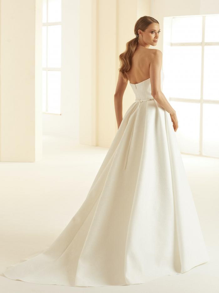 Trägerloses Hochzeitskleid im Prinzessschnitt mit Sweetheart-Ausschnitt und Strass-Gürtel von Bianco Evento, Modell Isolde