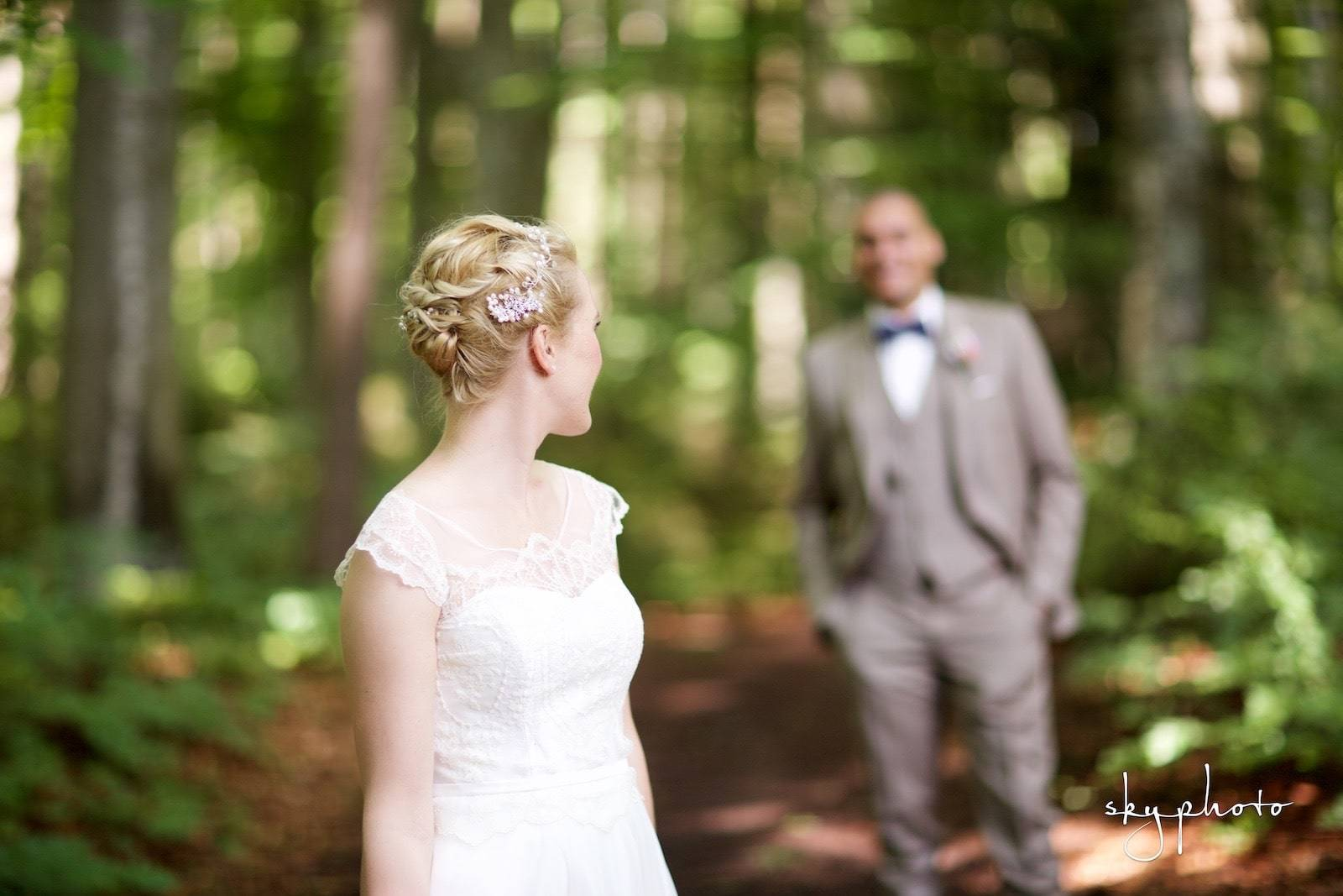 Hochzeitsfrisur für feines Haar