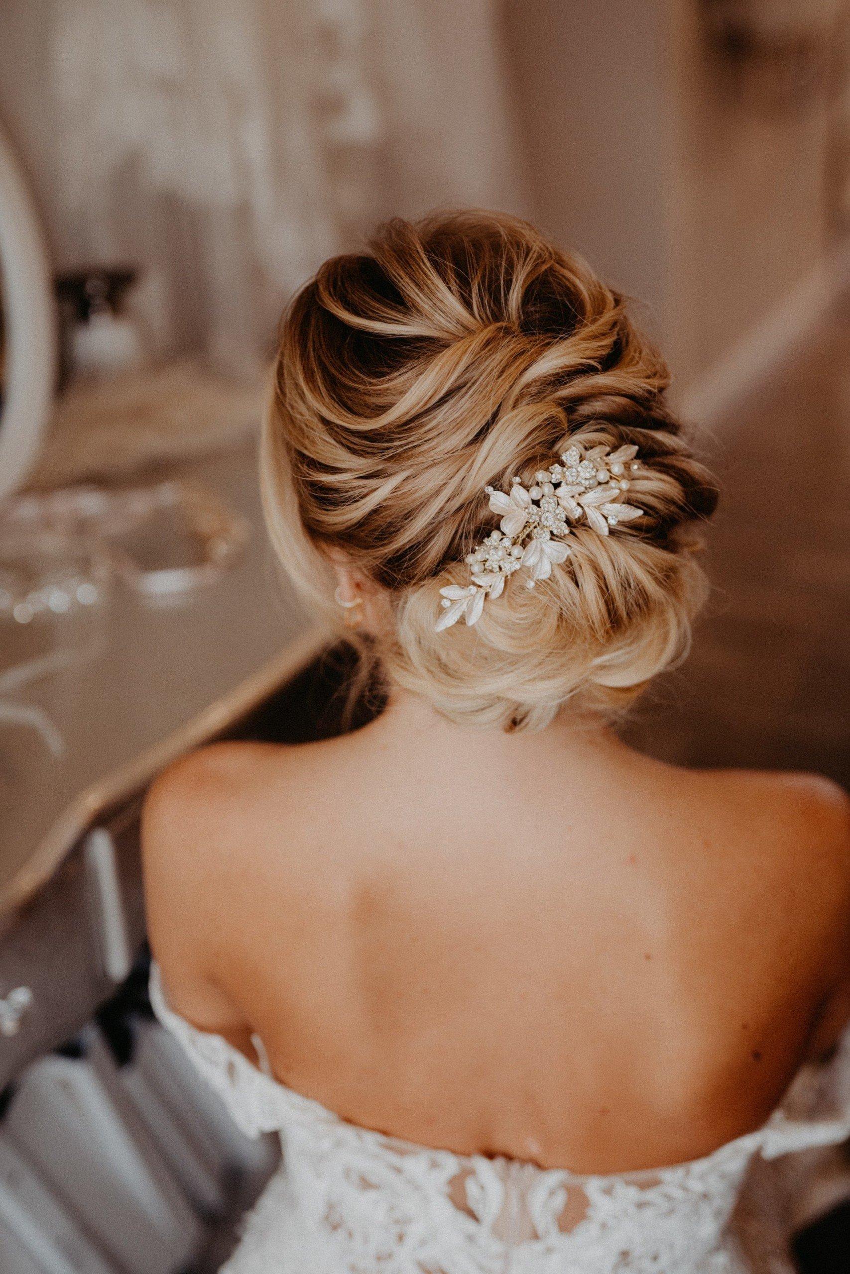 Steckfrisur mit Haarschmuck