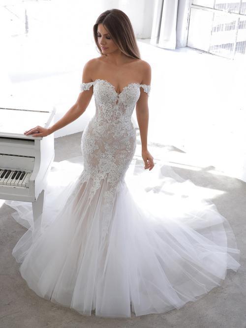 Blushfarbenes Hochzeitskleid mit 3D-Spitze, Sweetheart-Ausschnitt und Off-Shoulder-Trägern von Blue by Enzoani, Modell Nevan