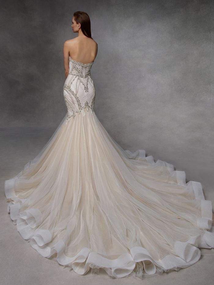 Trägerloses Brautkleid in Blush im figurbetonten Fit-and-Flare-Schnitt mit Sweetheart-Ausschnitt von Badgley Mischka, Modell Drew
