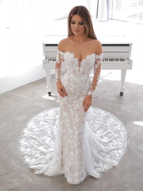 Schulterfreies Fit-and-Flare-Brautkleid mit Carmen-Ausschnitt und Spitzenärmeln von Blue by Enzoani, Modell Naroza
