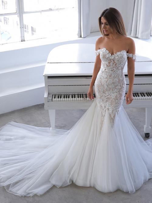 Schulterfreies Hochzeitskleid mit Spitzenblüten-Applikationen, Off-Shoulder-Trägern von Blue by Enzoani, Modell Narine