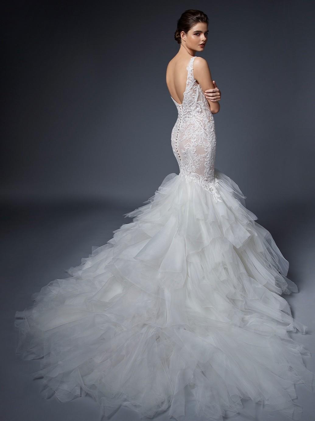 Brautkleid im Fit-and-Flare-Schnitt mit Volants, Spitze, Plunge-Ausschnitt und Schleppe von Elysée, Modell Isabelle