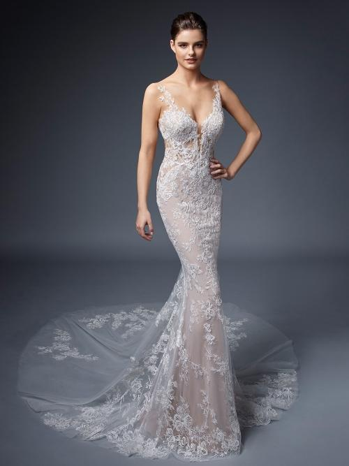 Hochzeitskleid in Rosé im Fit-and-Flare-Schnitt mit Kontrastspitze, Tattoo-Effekt und Schleppe von Elysée, Modell Airelles