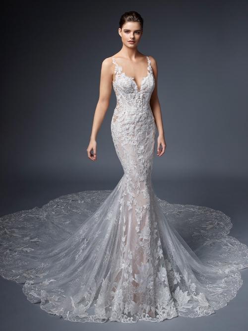 Roséfarbenes Brautkleid mit effektvoller Kontrastspitze, tiefem Rücken und Schleppe von Elysée, Modell Courtenay