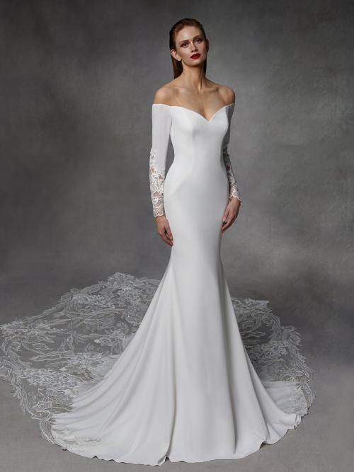 Weißes Brautkleid mit Carmen-Ausschnitt und langen Spitzenärmeln von Badgley Mischka, Modell Dinah