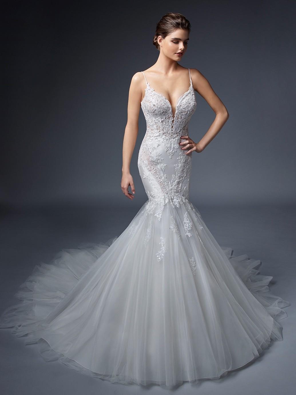 Weißes Hochzeitskleid mit Plunge-Ausschnitt, Spaghettiträgern, tiefem Rücken und Schleppe von Elysée, Modell Giselle