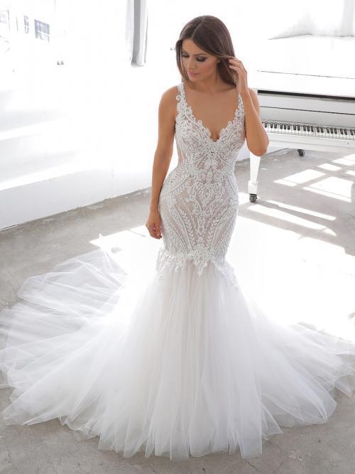 Weißes Fit-and-Flare-Brautkleid mit Spitze, tiefem Rücken und Schleppe von Blue by Enzoani, Modell Naomi