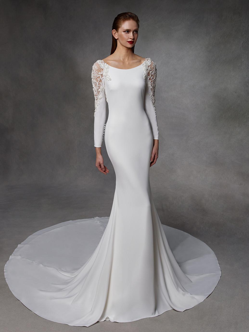 Weiße Hochzeitsrobe mit Rundhalsausschnitt, langen Ärmeln und Schleppe von Badgley Mischka, Modell Donna