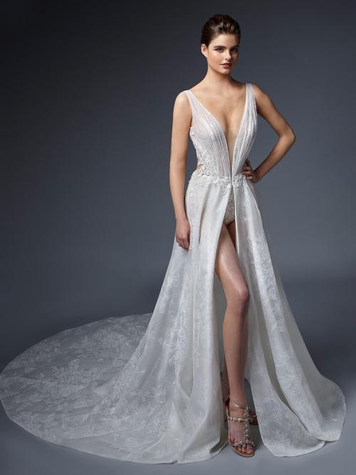 Sexy Brautkleid mit Plunge-Ausschnitt, hohem Beinschlitz und Cut-out im Rücken von Elysée, Modell Salome