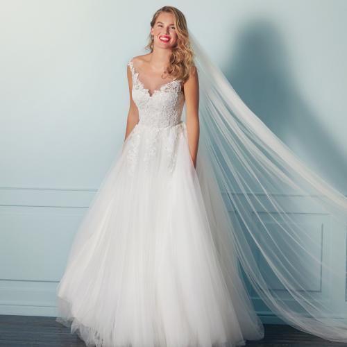 Prinzess-Brautkleid mit Tüllrock, Spitzentop und Illusion-Ausschnitt von Lilly, Modell 4136