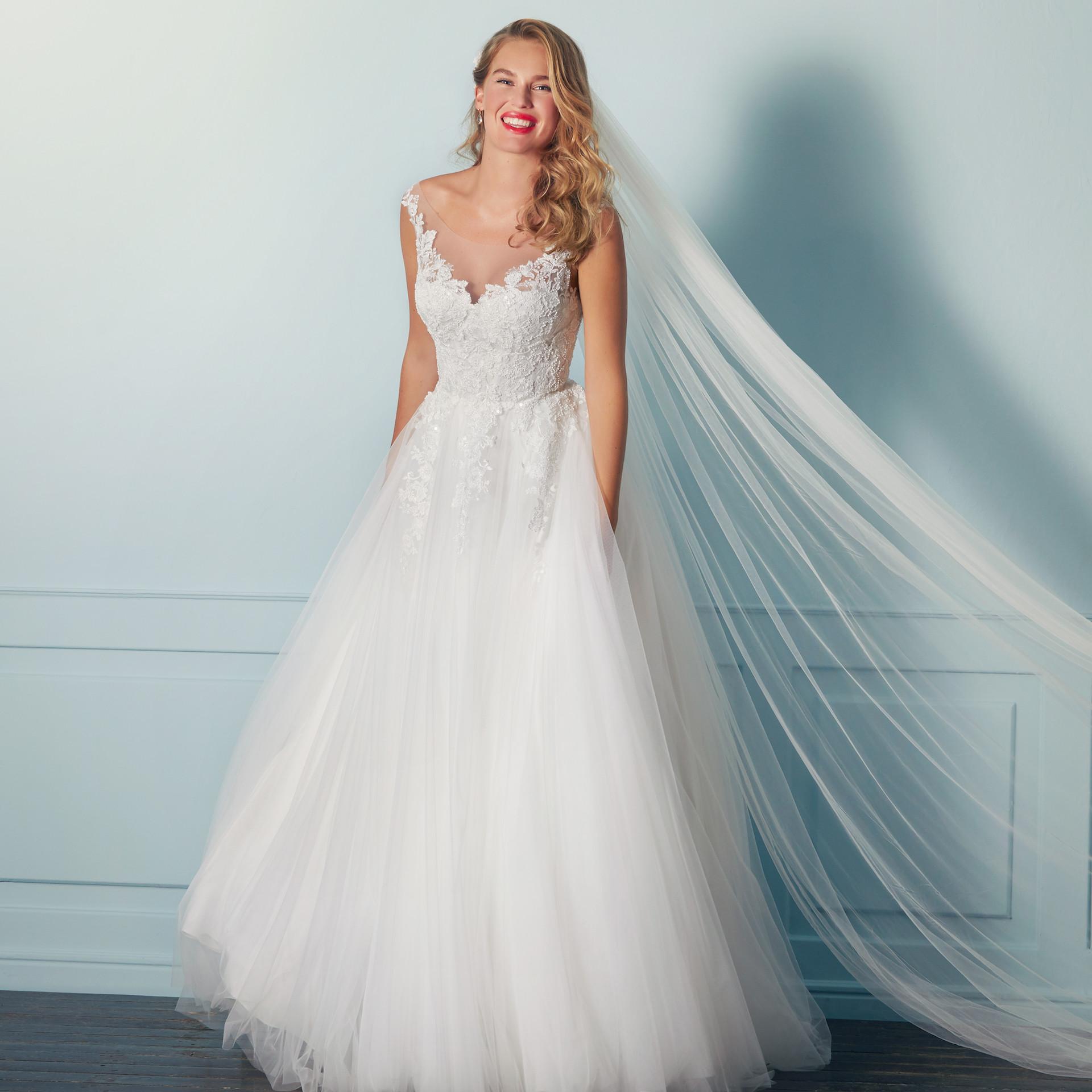 Brautkleid mit Tüllrock, Spitzentop und Illusion