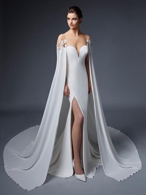 Wandelbares Fit-and-Flare-Hochzeitskleid mit abnehmbarem Cape von Elysée, Modell Valkyrie