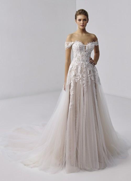 Blushfarbenes Brautkleid mit 3D-Spitze, Ausschnitt in Herzform und Off-Shoulder-Trägern von Etoile, Modell Giulia