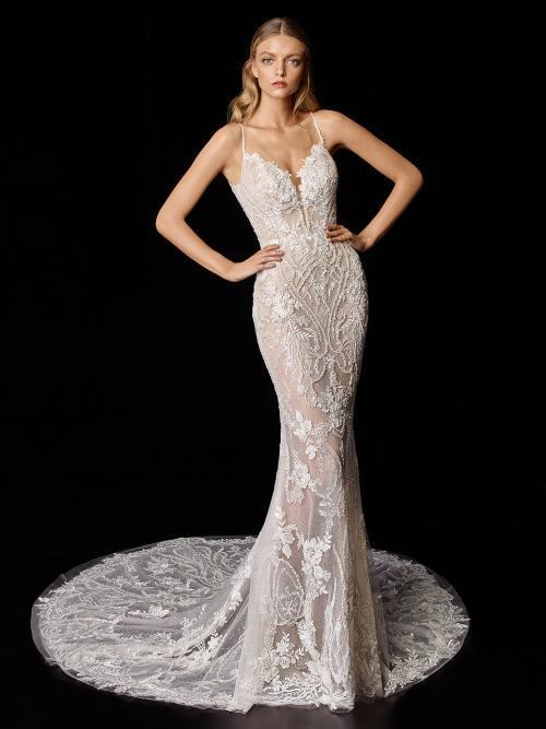 Rückenfreies Fit-and-Flare-Hochzeitskleid in Blush mit Kontrastspitze von Enzoani, Modell Phoebe