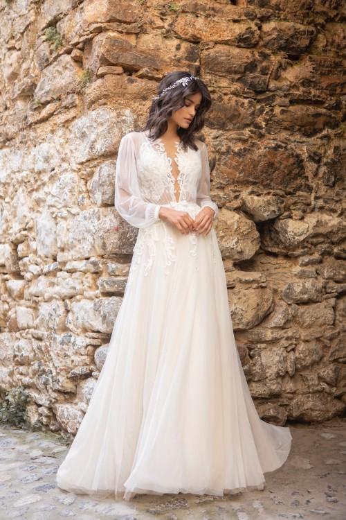 Brautkleid im Prinzess-Schnitt mit transparentem Top und langen Bischofsärmeln von Emine Yildirim, Modell 2036