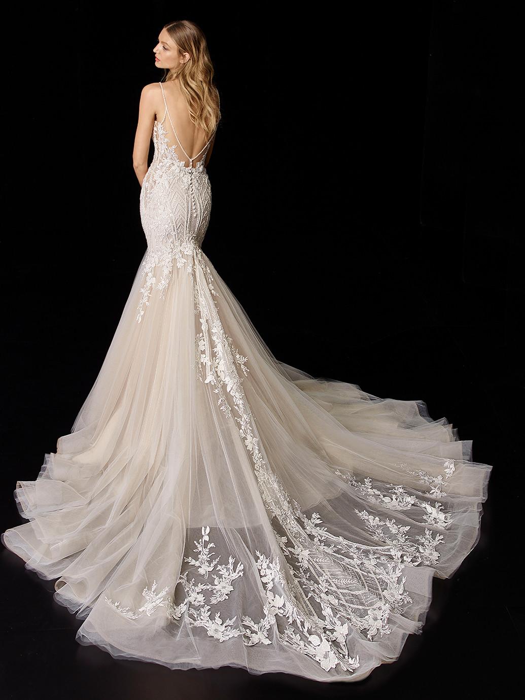 Nudefarbenes Hochzeitskleid mit Tüllrock, bestickter Spitze und transparentem Top von Enzoani, Modell Perla
