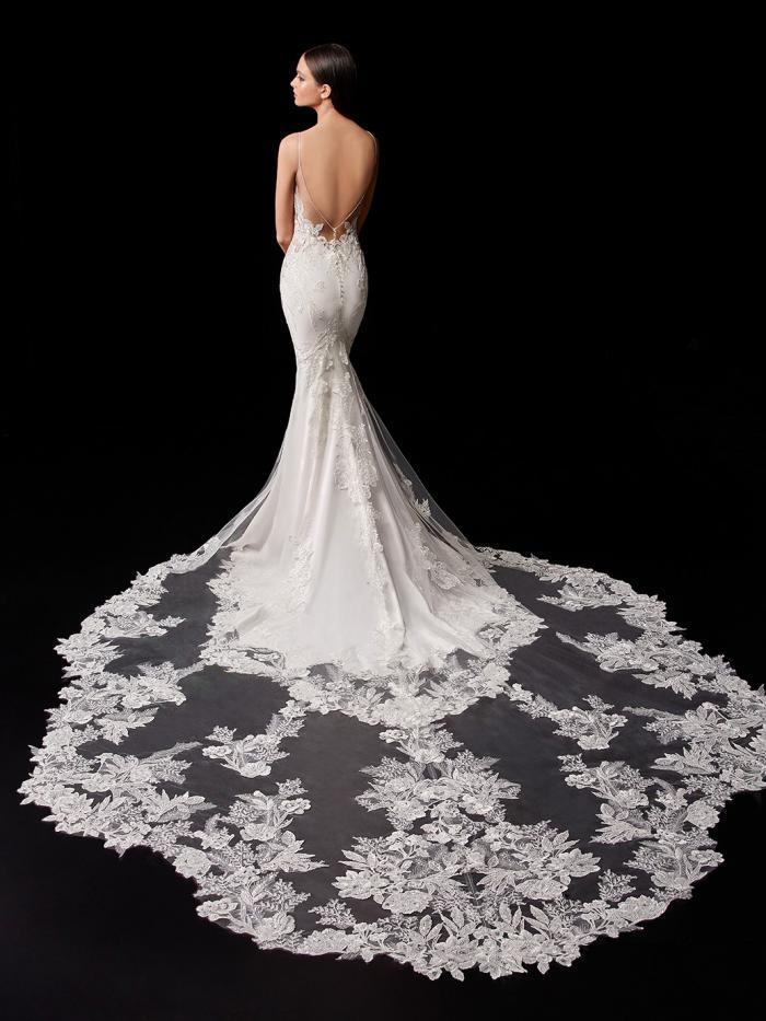 Hochzeitskleid mit Spitzentop, Plunge-Ausschnitt und Spaghettiträgern von Enzoani, Modell Pallas