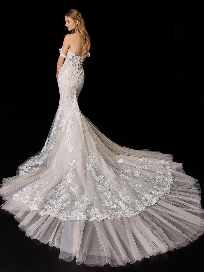 Schulterfreies Hochzeitskleid mit Ausschnitt in Herzform und Off-Shoulder-Trägern von Enzoani, Modell Peony