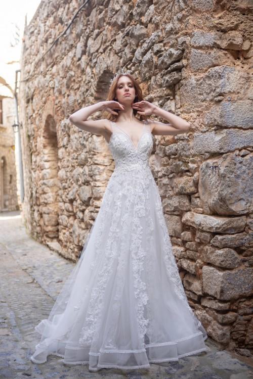 Brautkleid im Prinzess-Stil mit floraler Spitze und Illusion-Ausschnitt in V-Form von Emine Yildirim, Modell 2019