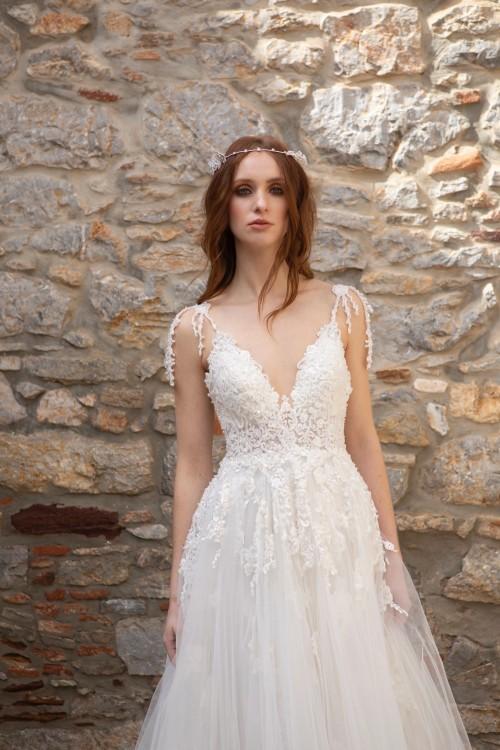 Brautkleid im Prinzessschnitt mit perlenbesticktem Spitzentop von Emine Yildirim, Modell 2033