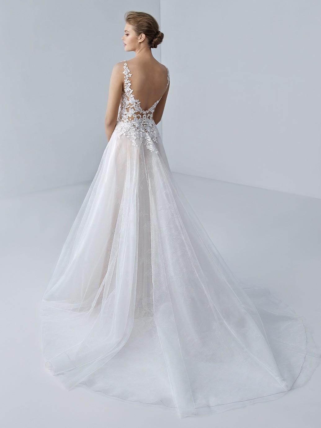 Hochzeitskleid im Prinzess-Schnitt mit transparentem Spitzentop, Tattoo-Effekt und tiefem Rücken von Etoile, Modell Ella