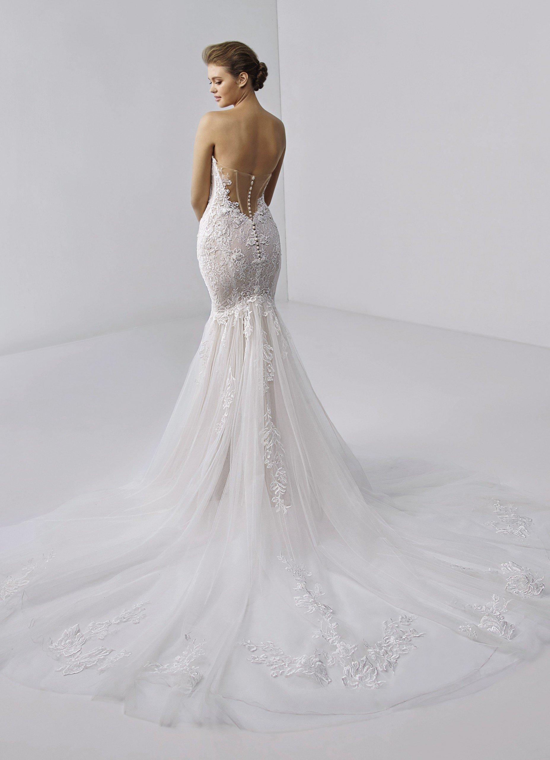 Fit-and-Flare-Brautkleid in Rosa mit bestickter 3D-Spitze, trägerlosem Sweetheart-Ausschnitt und Schleppe von Etoile, Modell Angelique