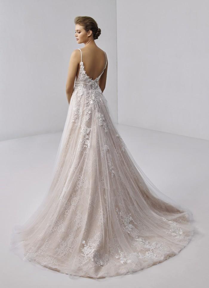 Rosa Prinzessbrautkleid mit 3D-Spitze, Plunge-Ausschnitt und Spaghettiträgern von Etoile, Modell Chloe