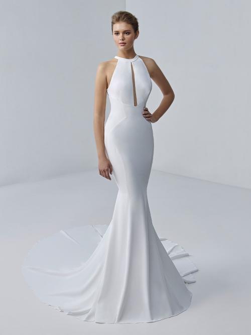 Weißes Fishtail-Brautkleid im Clean Chic mit Neckholder-Ausschnitt und Knopfleiste von Etoile, Modell Yvaine