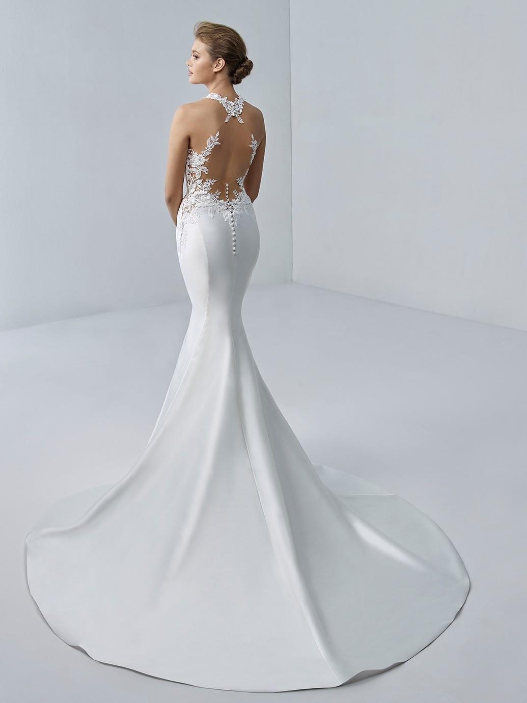 Weißes Mermaid-Brautkleid mit Neckholder-Ausschnitt und Tattoo-Effekt im Rücken von Etoile, Modell Camille