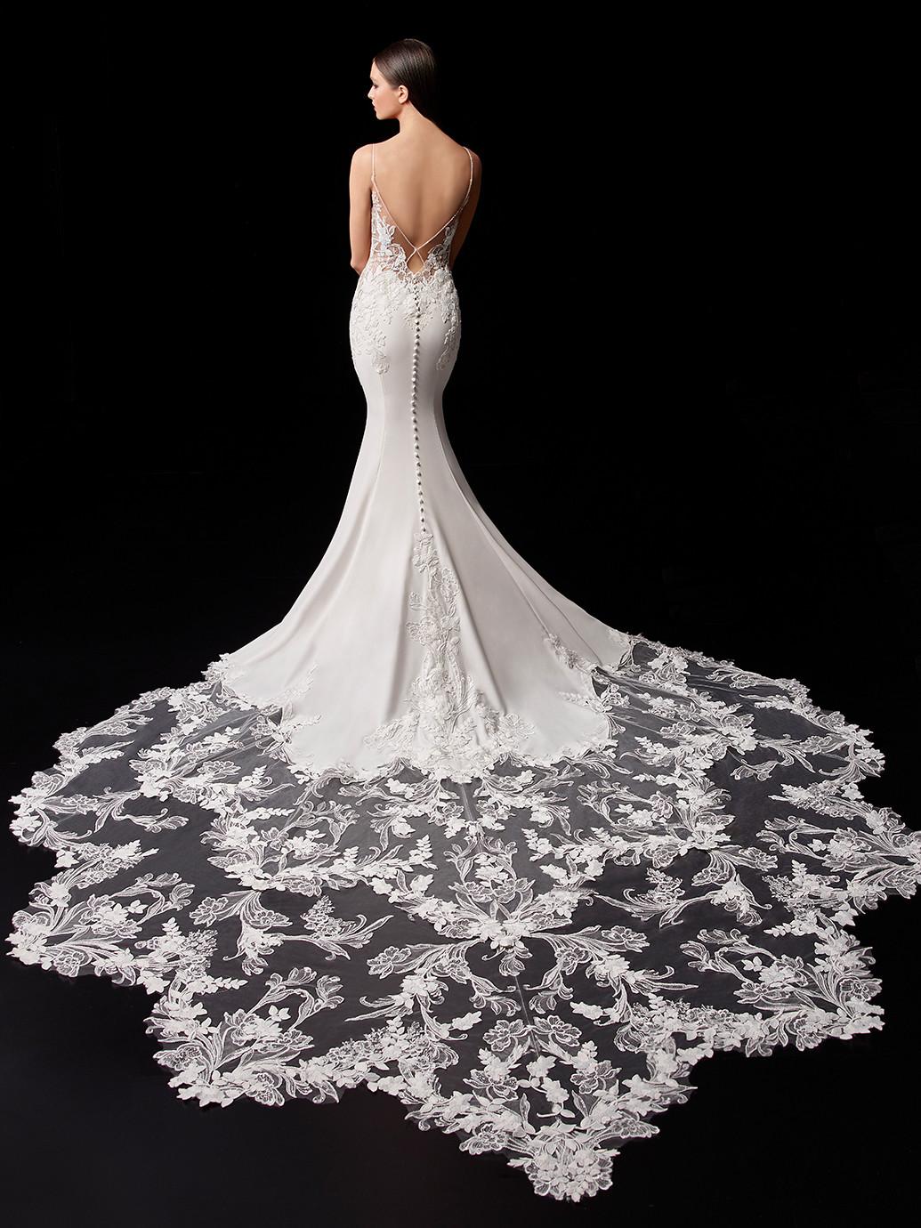 Weißes Brautkleid mit transparentem Spitzentop, Spaghettiträgern, Schleppe und abnehmbarem Cape von Enzoani, Modell Pearl