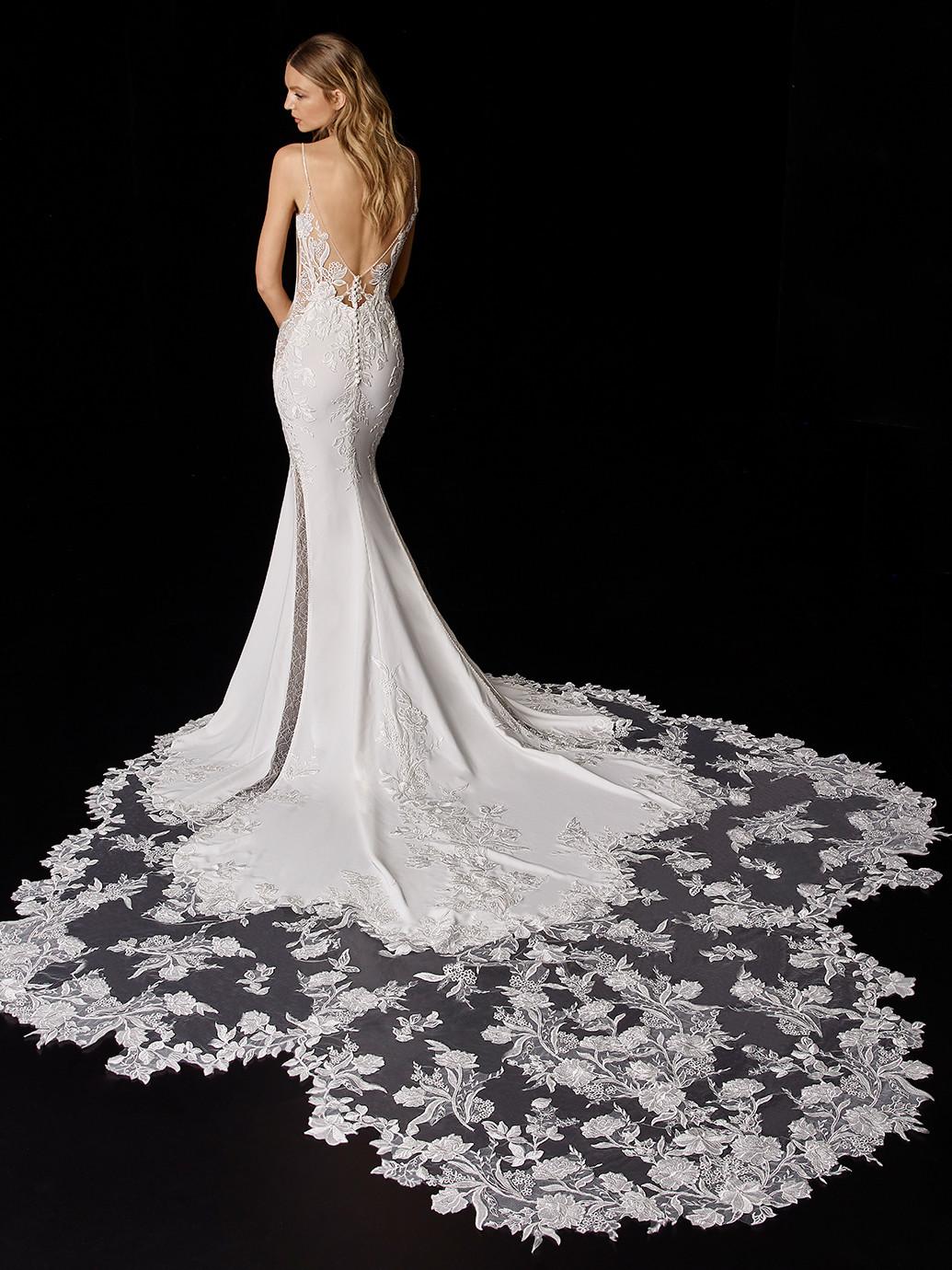 Weißes Hochzeitskleid im Fit-and-Flare-Schnitt mit transparentem Spitzentop von Enzoani, Modell Pierette