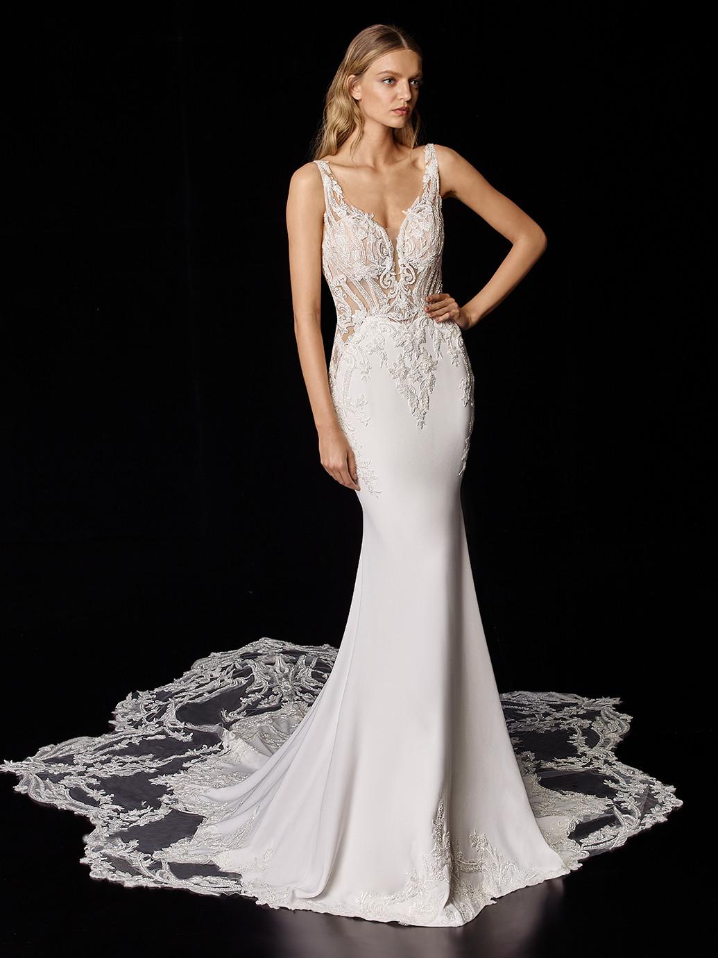 Fit-and-Flare-Brautkleid in Weiß mit transparentem Spitzentop, Tattoo-Effekt und Schleppe von Enzoani, Modell Piper