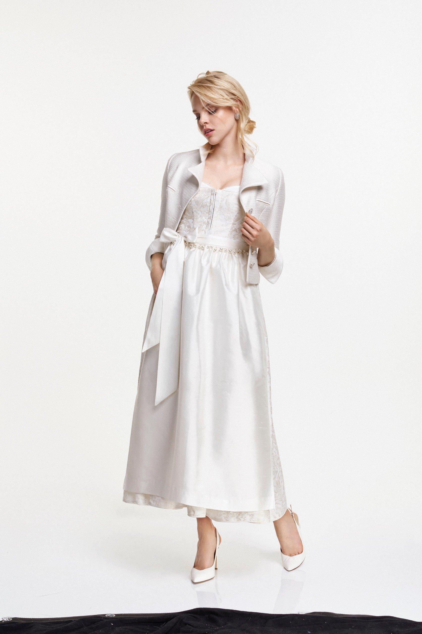 Klassisches Brautdirndl von Kinga Mathe