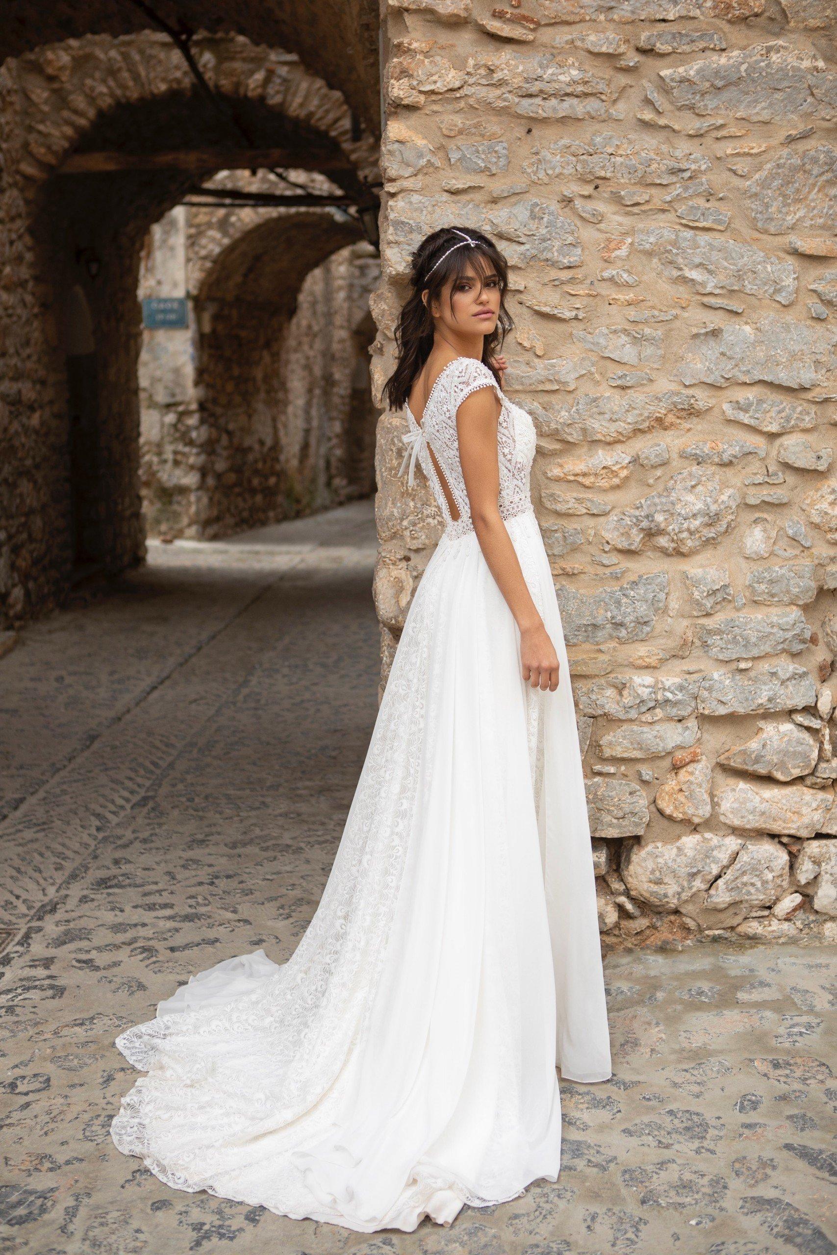 Hochzeitskleid in A-Linie mit fließendem Chiffonrock, Spitzentop und Cap-Ärmeln von Emine Yildirim, Modell 2002