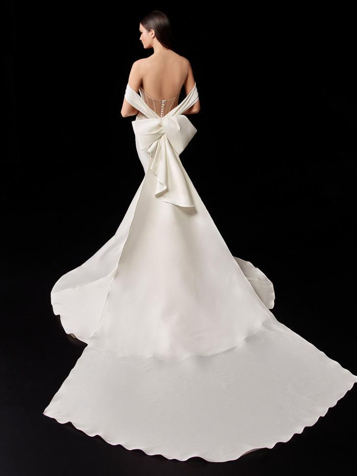 Hochzeitskleid im Mermaid-Schnitt mit Drapierung und Off-Shoulder-Trägern von Enzoani, Modell Pauline