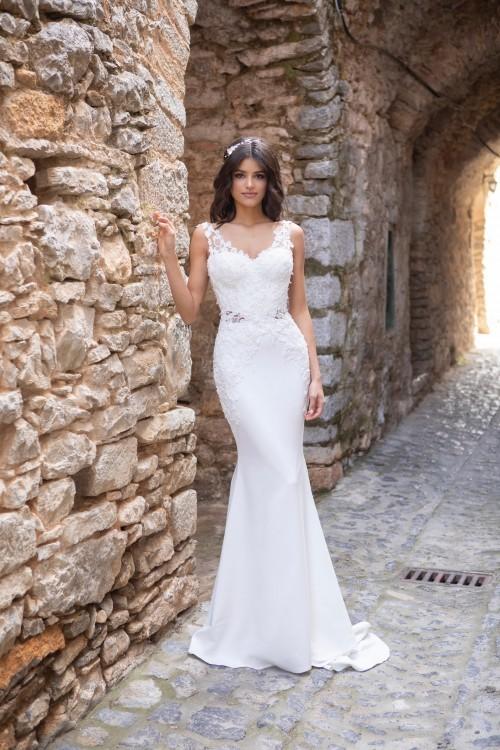 Hochzeitskleid mit Illusion-Ausschnitt, Tattoo-Effekt, tiefem Rücken und Schleppe von Emine Yildirim, Modell 2057