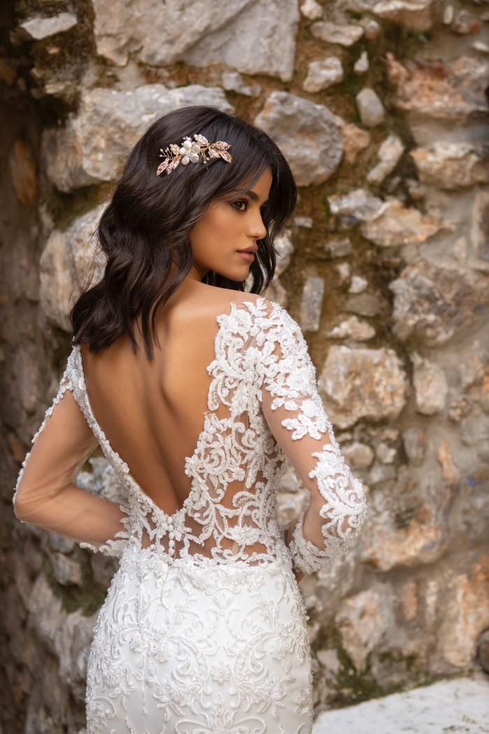 Fit-and-Flare-Brautkleid mit Tattoo-Effekt, langen Spitzenärmeln und Schleppe von Emine Yildirim, Modell 2027