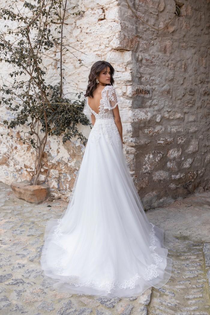 Prinzessbrautkleid mit Tüllrock, V-Ausschnitt, Flügelärmeln und tiefem Rücken von Emine Yildirim, Modell 2018