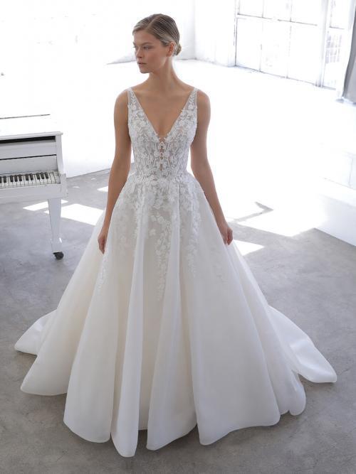 Ärmelloses Hochzeitskleid im Prinzess-Schnitt mit Spitzentop, V-Ausschnitt, tiefem Rücken und Schleppe von Blue by Enzoani, Modell Nyree