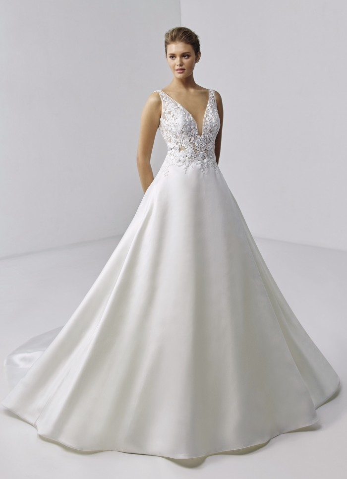 Hochzeitskleid im Prinzessschnitt mit transparentem Spitzentop, tiefem V-Ausschnitt und Schleppe von Etoile, Modell Bette
