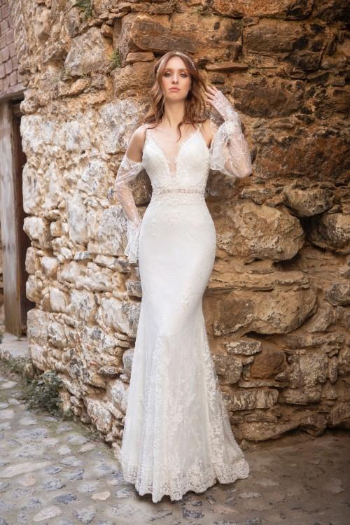 Hochzeitskleid im Godet-Schnitt mit Plunge-Ausschnitt und Off-Shoulder-Ärmeln von Emine Yildirim, Modell 2015