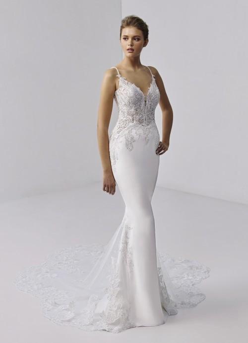 Weißes Brautkleid im Fishtail-Schnitt mit Spaghettiträgern, freiem Rücken und Spitzenschleppe von Etoile, Modell Paris