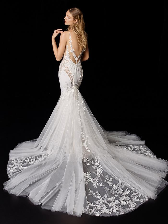 Brautkleid im Fit-and-Flare-Schnitt mit Tüllrock und Spitze unterlegten Cut-outs von Enzoani, Modell Pippa