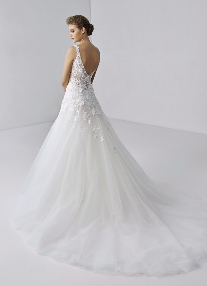 Weißes Hochzeitskleid im Prinzessschnitt mit Spitzentop, V-Ausschnitt und Schleppe von Etoile, Modell Alaina