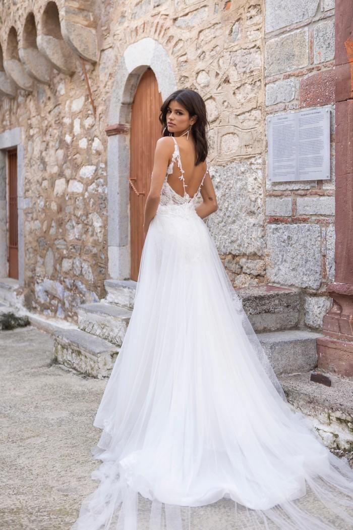Wandelbares Hochzeitskleid im Fit-and-Flare-Schnitt mit Überrock im Prinzessstil von Emine Yildirim, Modell 2047